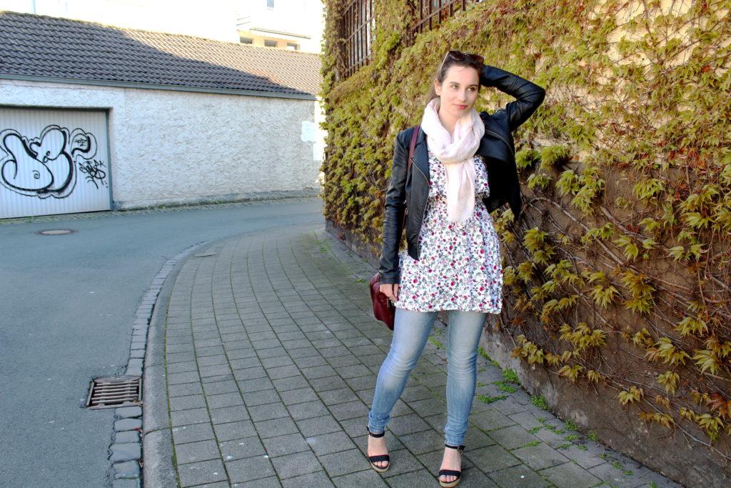 So trage ich mein Sommerkleid im Frühling