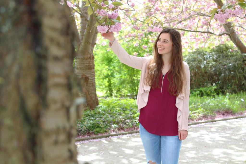 Mädchenhaftes Frühlingsoutfit mit rosa