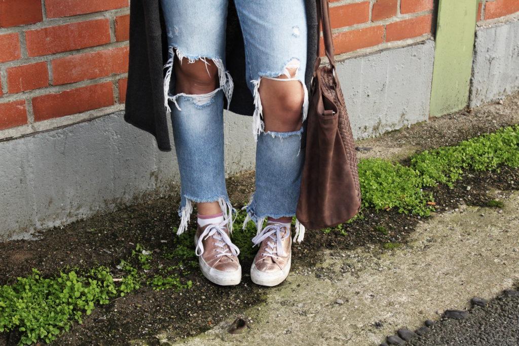 Destroyed Jeans im Herbst