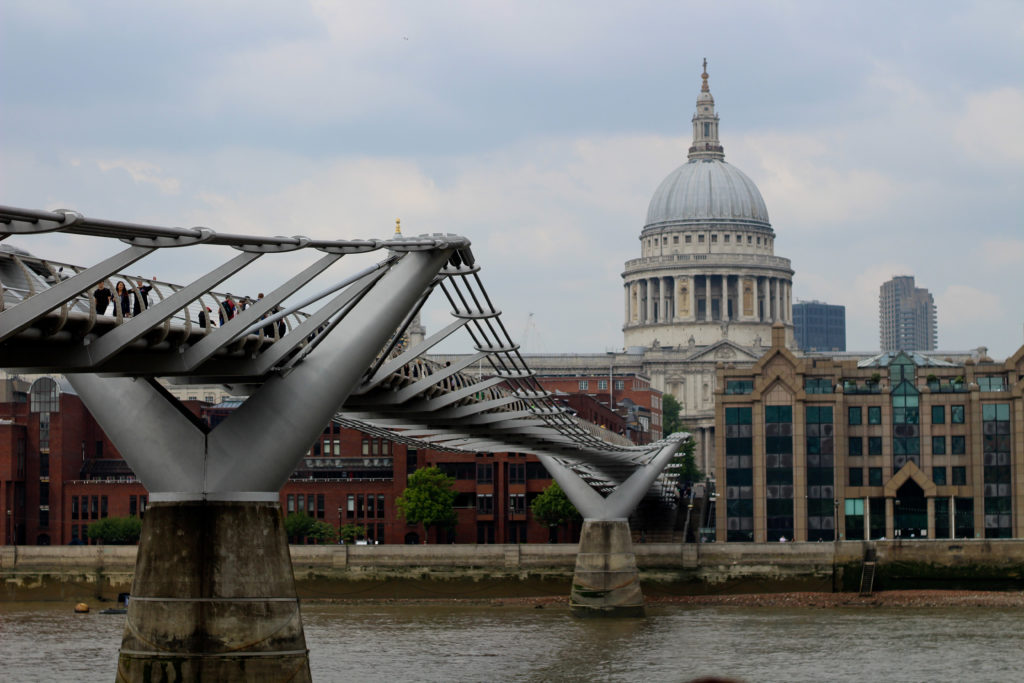 Sehenswürdigkeiten in London: Millenium Bridge & St. Paul's Cathedral
