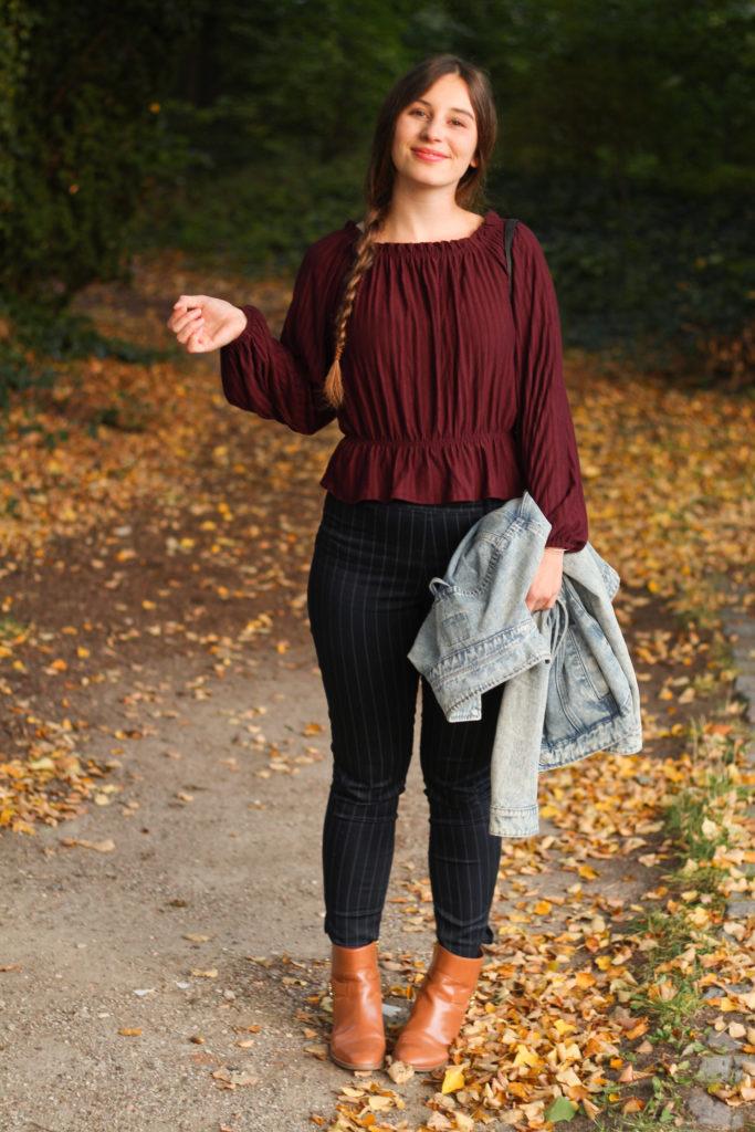 Bordeaux mit Nadelstreifen im Herbst