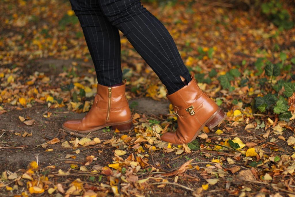 Nadelstreifen & braune Boots