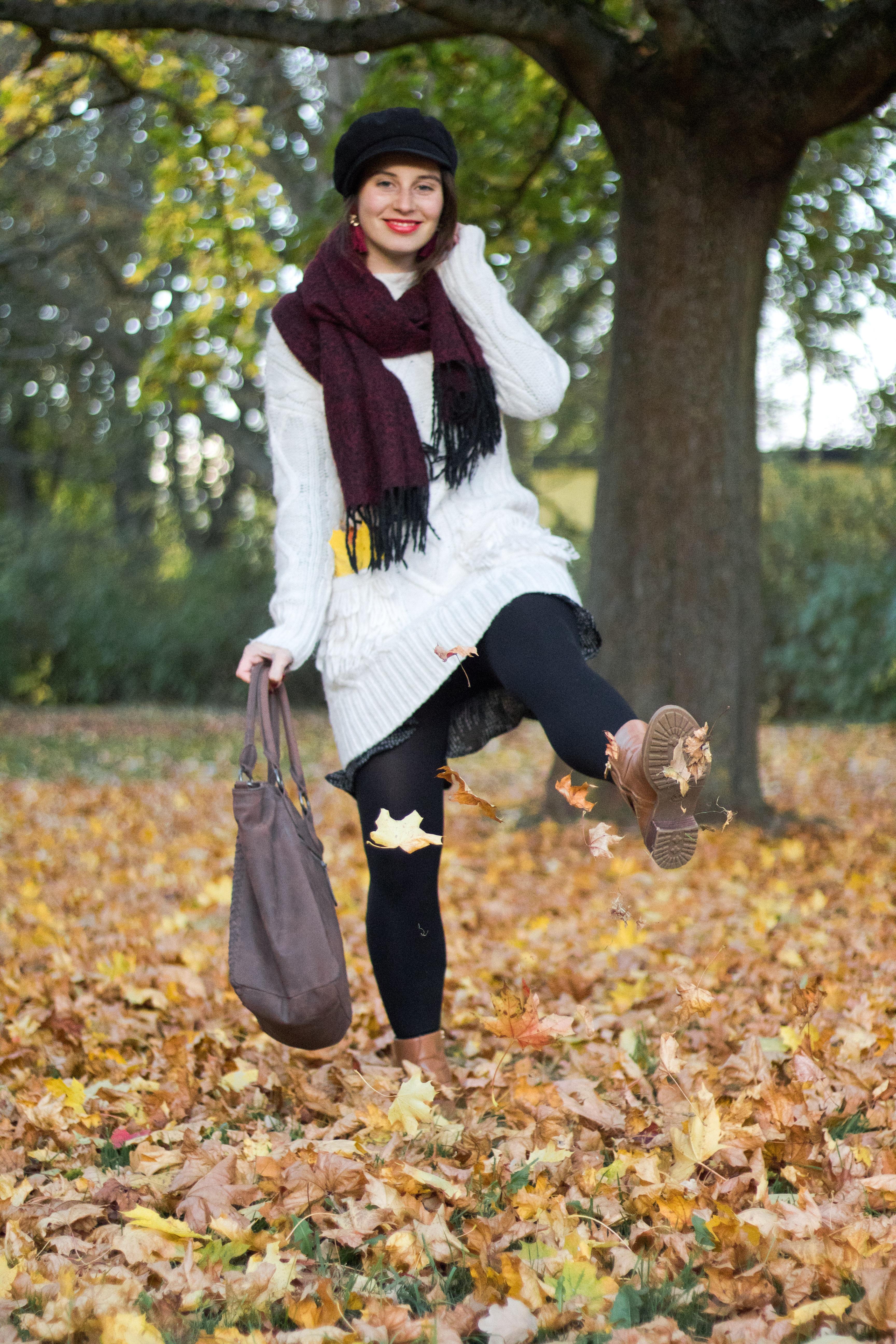 Strickkleid im Herbst kombinieren