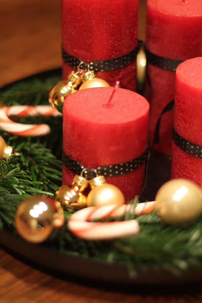 Klassisches Adventsgesteck