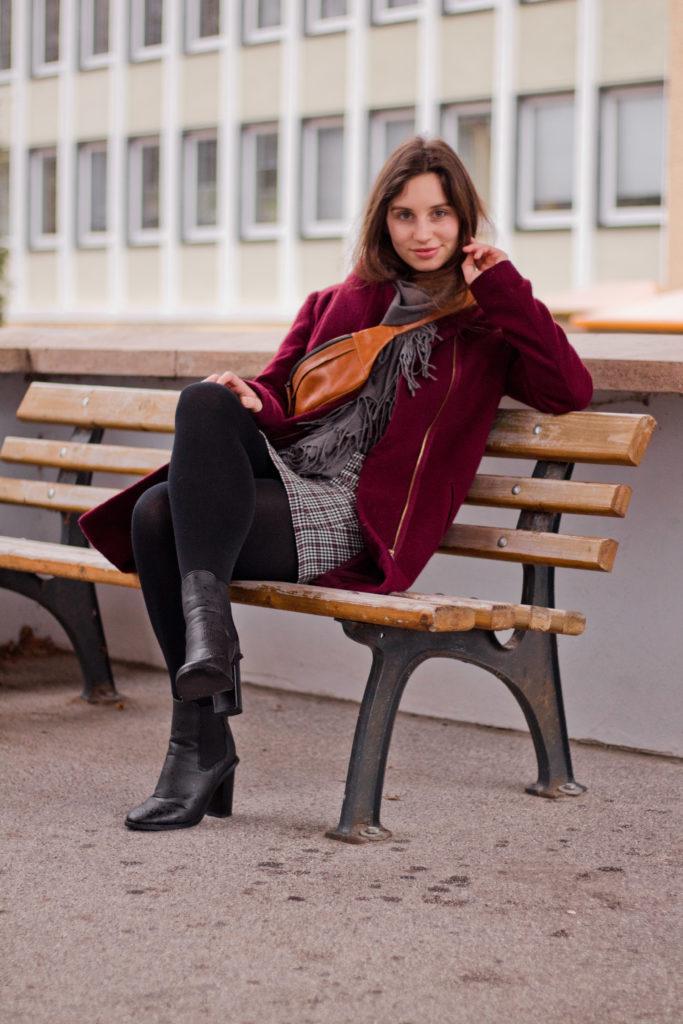 Fashionbloggerin Leni von Sinnessuche in einem lässigen Schlecht-Wetter-Look