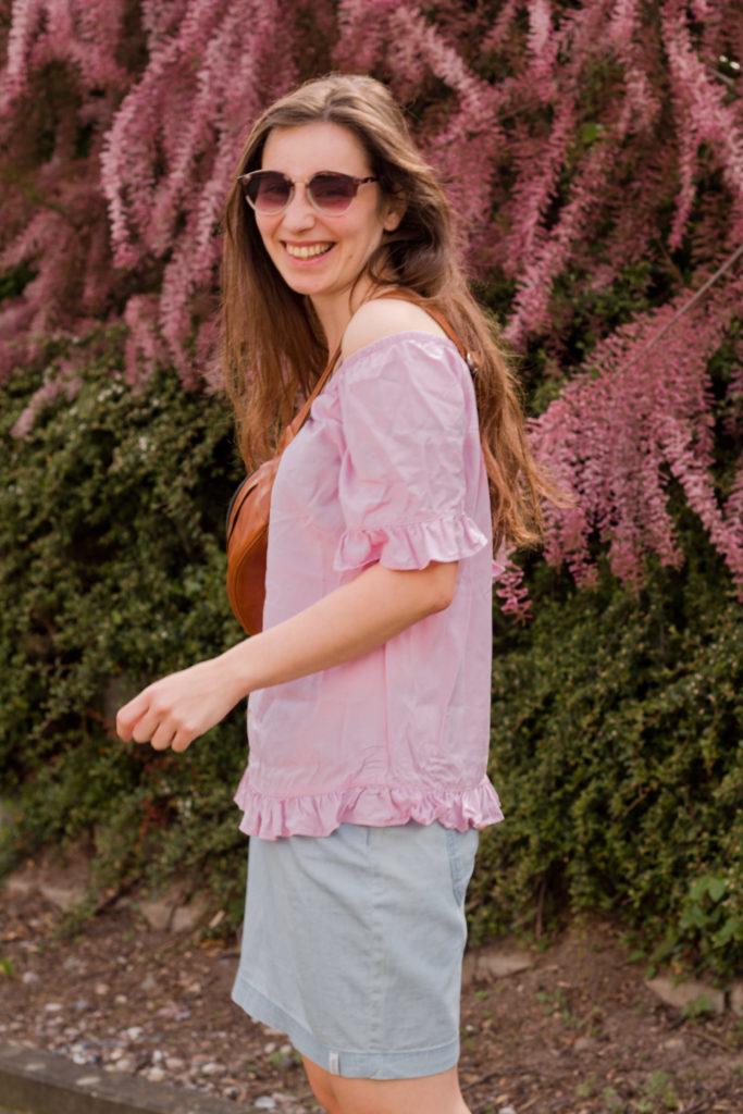 rosa Rüschchenshirt kombinieren
