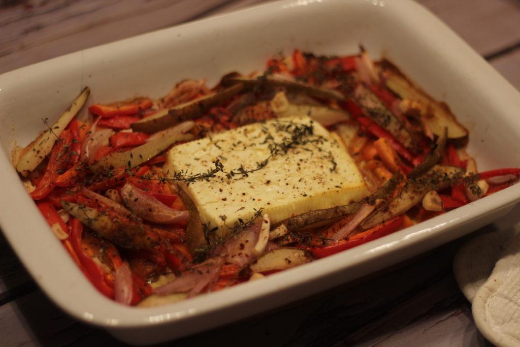 Feta in süßem Ofengemüse mit Quinoa
